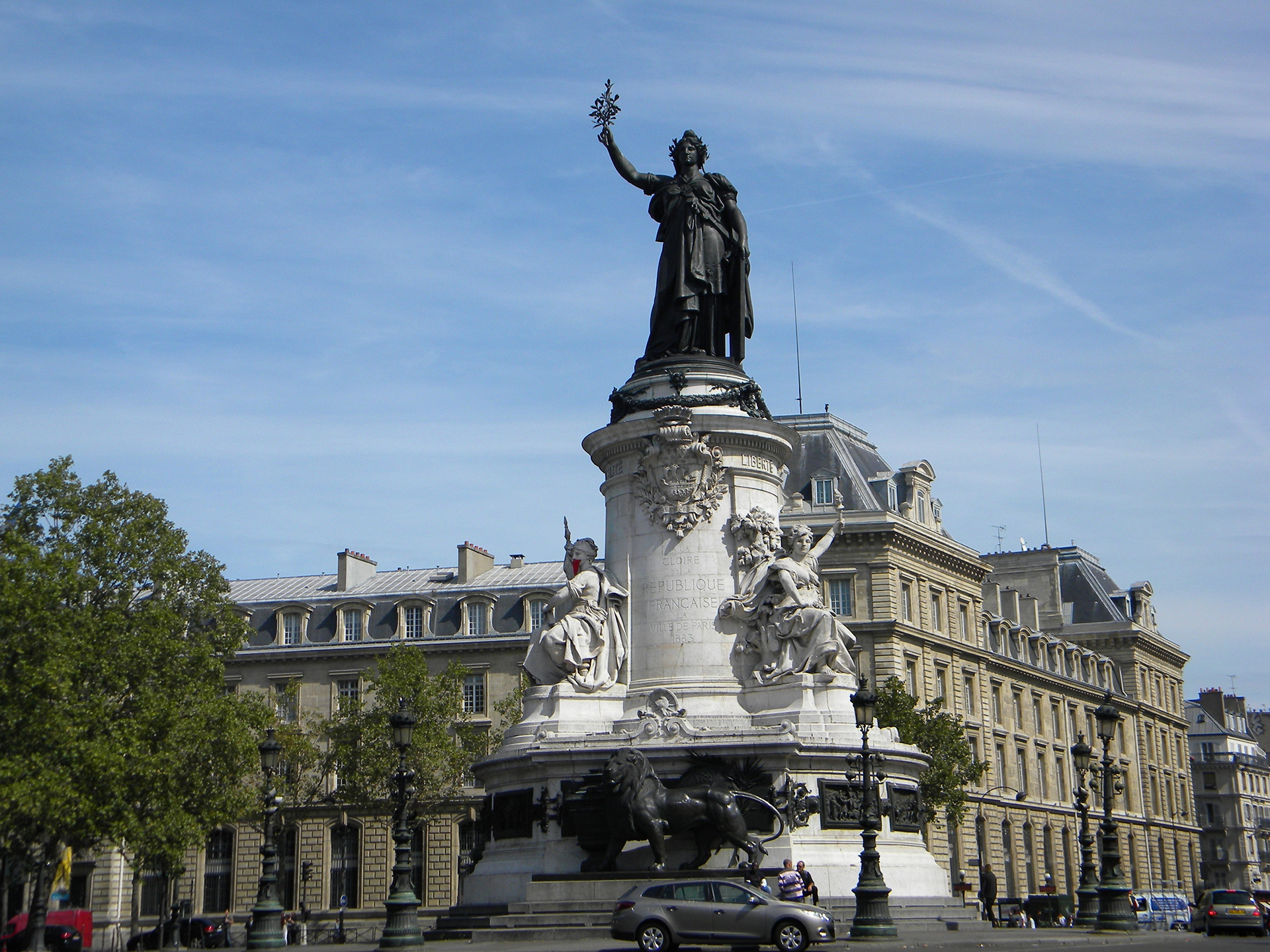 168/Photos/Quartier_ldd/Place_de_la_Republique_Monument_for_Gloire_de_la_Republique_Francaise_2-optimisee.jpg